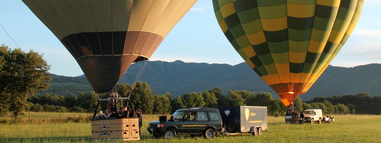 mongolfiere-pronte-al-decollo-volo-gruppo-privato-famiglia-toscana